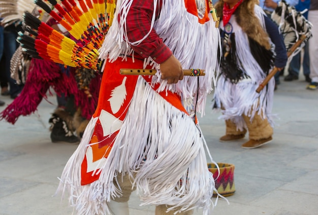 Des danseurs amérindiens montrent leurs danses traditionnelles de san salvador