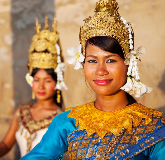 Danseurs traditionnels aspara cambodgiens.
