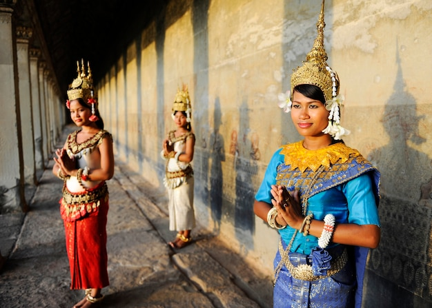 Danseurs traditionnels cambodgiens