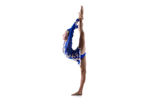 Danseuse fille faisant debout arrière