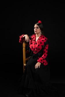 Danseuse de flamenca vue de face