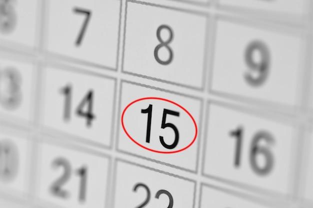 Date limite de l'agenda du calendrier jour de la semaine sur papier blanc 15