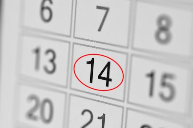 Date limite du calendrier du planificateur, jour de la semaine sur papier blanc 14