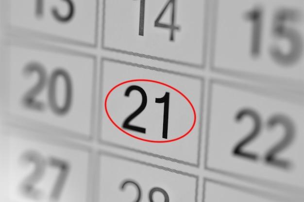 Date limite du calendrier du planificateur, jour de la semaine sur papier blanc 21
