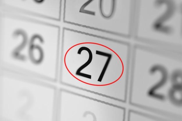 Date limite du calendrier du planificateur, jour de la semaine sur papier blanc 27