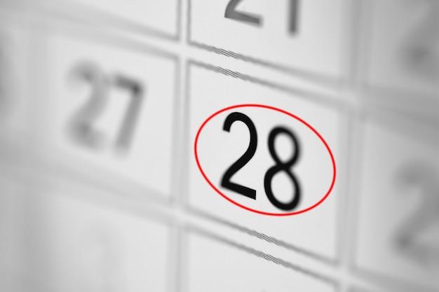 Date limite du calendrier du planificateur, jour de la semaine sur papier blanc 28