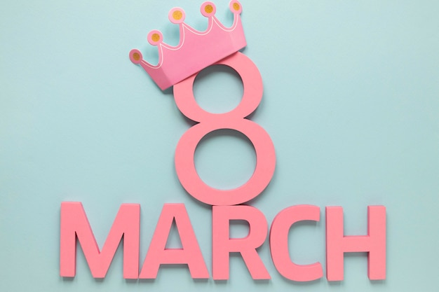 Date et mois de la journée de la femme avec couronne