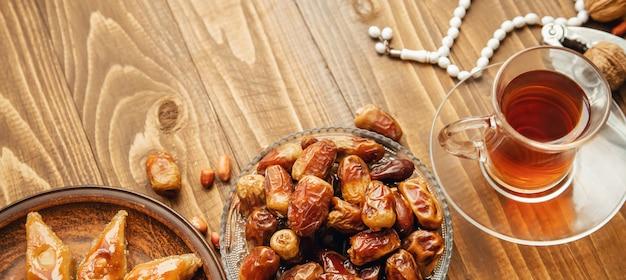 Dates, chapelets et baklava. ramadan.