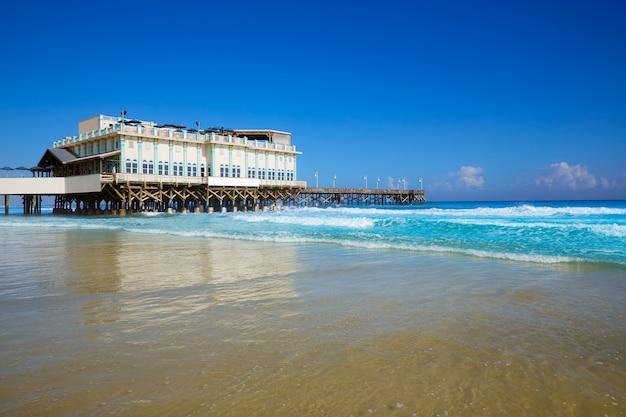 Daytona beach en floride avec jetée usa