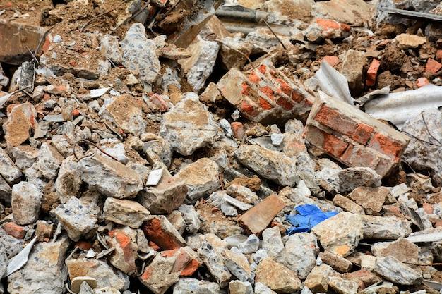 Débris restant après la démolition du bâtiment