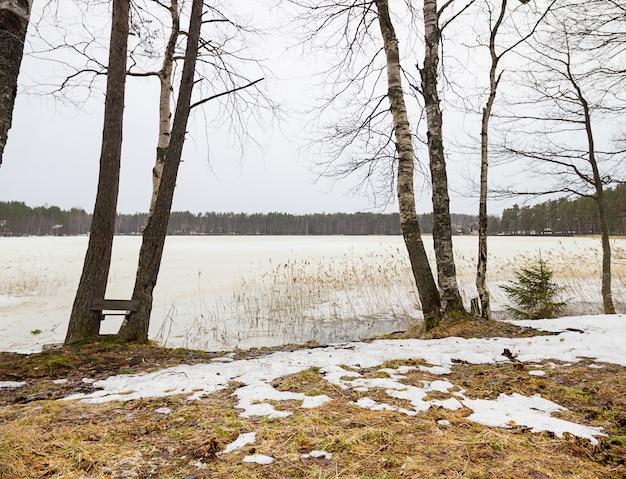 Début du printemps avec la fonte des glaces et des neiges