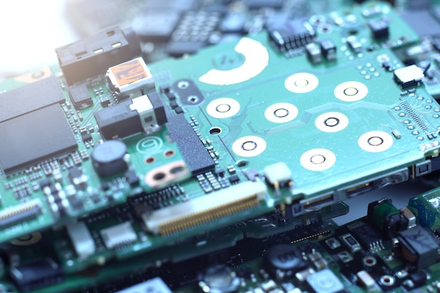 Déchets électroniques, semi-conducteurs dans les circuits imprimés, contexte technologique.