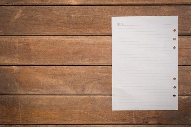 Déchiré écrire liste des broches notepaper