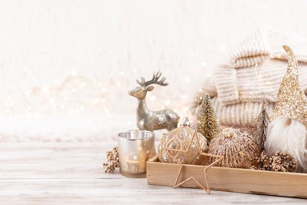 Décor cosy festif de noël nature morte sur fond de bois, concept de confort à la maison et de vacances.