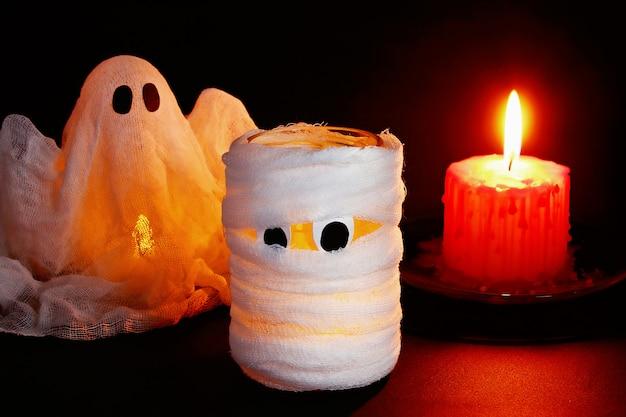 Décor d'halloween. artisanat d'un pot. halloween de jour.