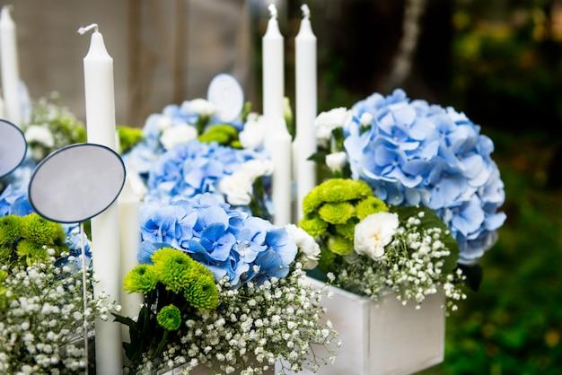 Décor de mariage avec de belles fleurs
