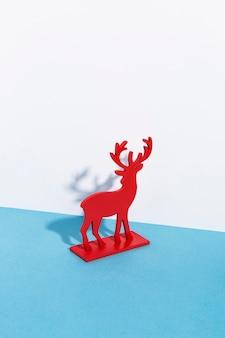 Décor de renne rouge avec des ombres
