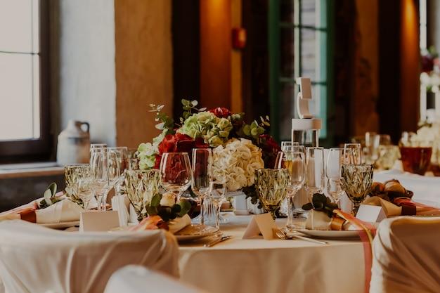 Décor de table de mariage et fleurs
