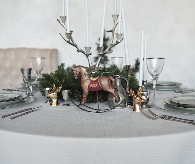Décor de table de vacances vintage. réveillon de nouvel an