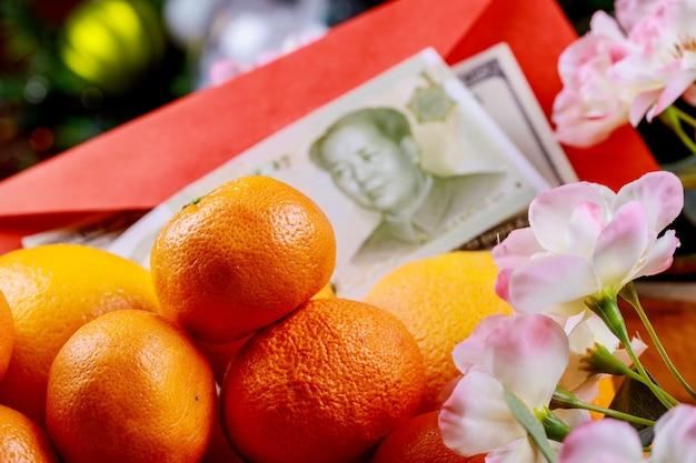 Décoration du nouvel an chinois des oranges avec la monnaie chinoise