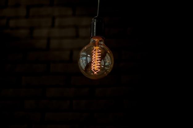 Décoration d'éclairage avec des ampoules vintage - intérieur éclectique