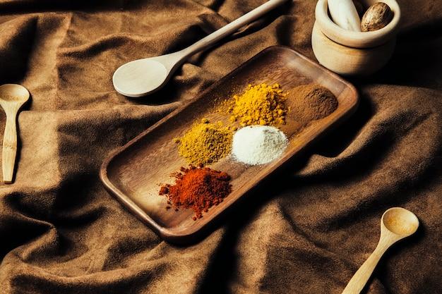 Décoration d'épices indiennes sur toile
