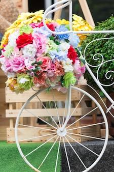 Décoration de fleurs sur vélo vintage
