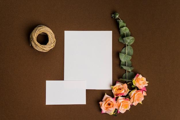 Décoration florale romantique avec feuilles de papier
