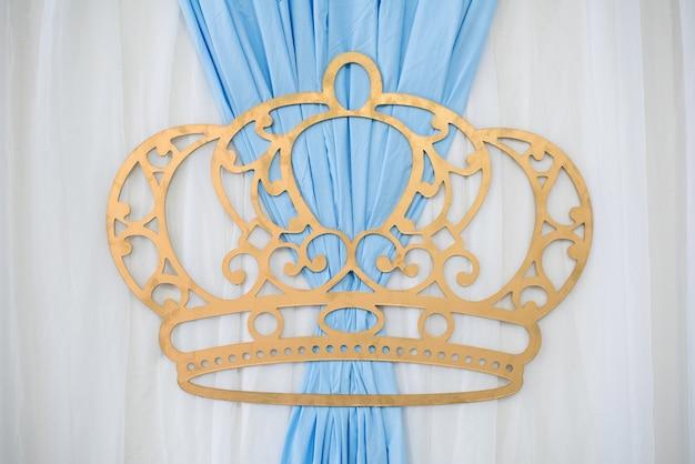Décoration en forme de couronne