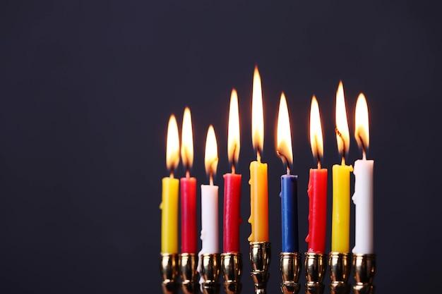 Décoration de hanoukka avec des bougies