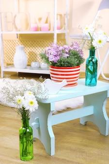 Décoration d'intérieur à la maison avec des fleurs