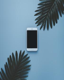 Décoration de maquette d'écran de smartphone sur pastel.