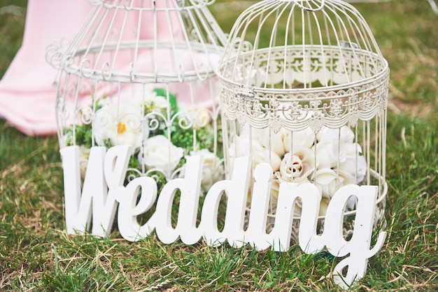 Décoration de mariage en bois blanc fait à la main.