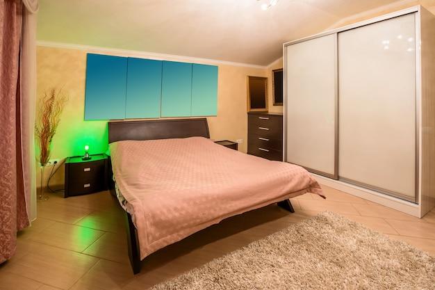 Décoration et mobilier dans la chambre à coucher moderne