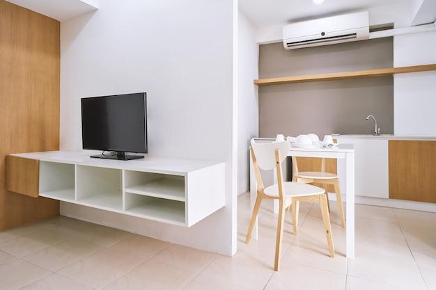 Décoration moderne appartement avec mobilier intégré