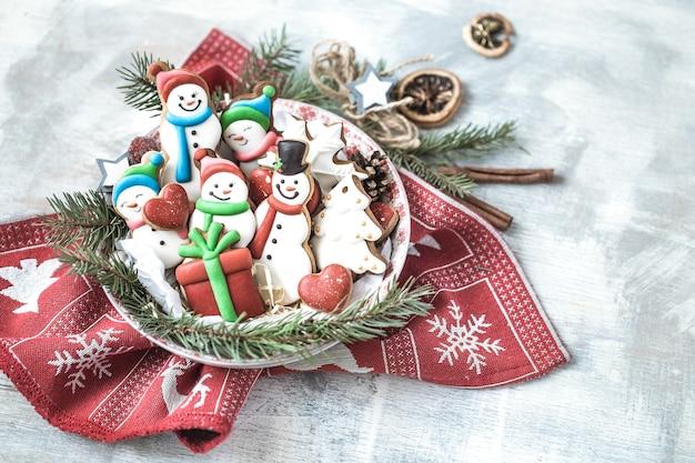 Décoration de noël avec des biscuits festifs