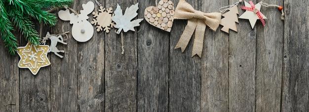 Décoration de noël en bois et décoration naturelle large bannière horizontale avec copyspace