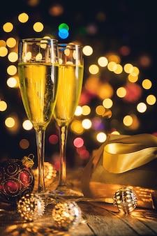 Décoration de noël et champagne.