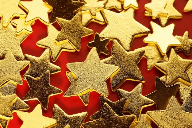 Décoration de noël dorée avec étoile d'or