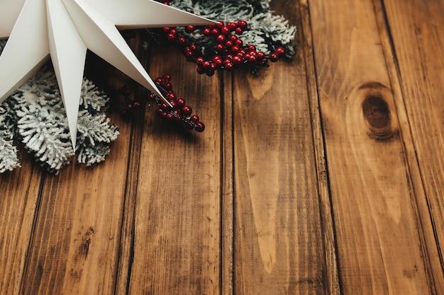 Décoration de noël sur fond en bois, fond de noël. photo de haute qualité