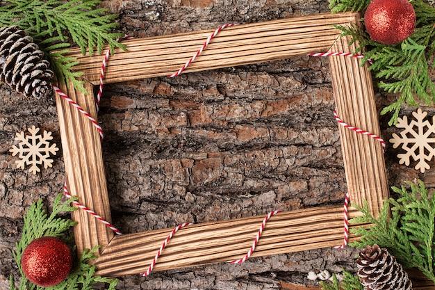 Décoration de noël sur fond rustique avec cadre photo