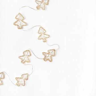 Décoration De Noël Avec Guirlandes D'arbres. Fond D'écran De Noël. Photo Premium