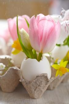 Décoration de pâques avec des fleurs
