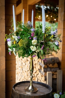Décoration de restaurant de fleurs pour table de mariage de la célébration des jeunes mariés
