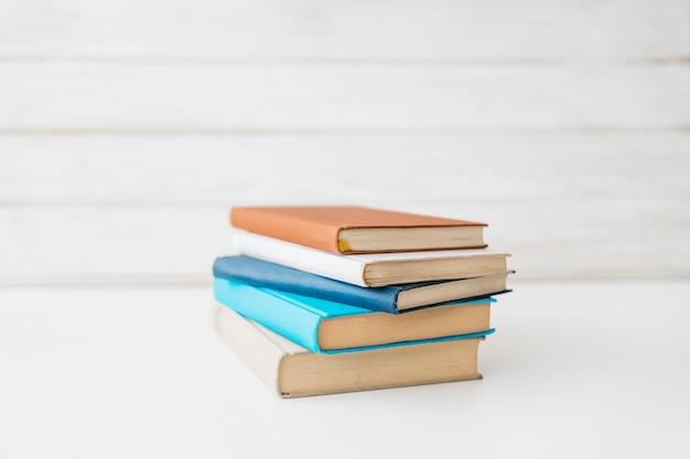 Décoration de retour à l'école avec des livres