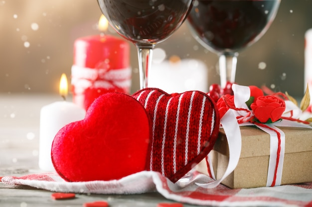 Décoration saint valentin coeurs rouges
