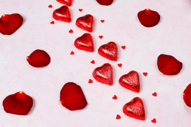 Décoration de saint valentin avec des roses