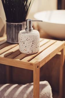 Décoration de salle de bain écologique faite de matériaux organiques et durables, décoration intérieure et concept de design d'intérieur de luxe