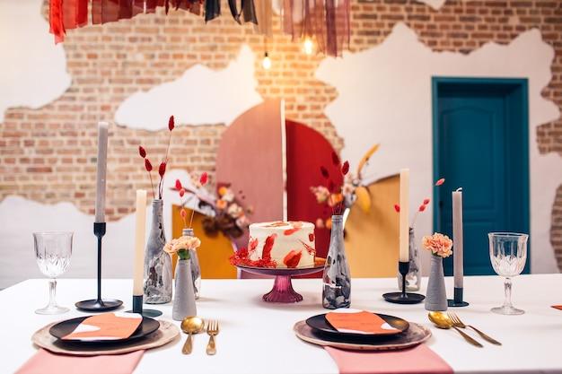 Décoration de table de banquet et intérieur à l'intérieur du restaurant