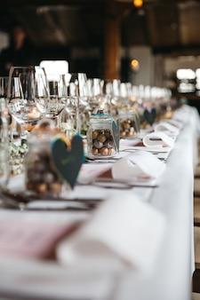 Décoration de table élégante pour la célébration